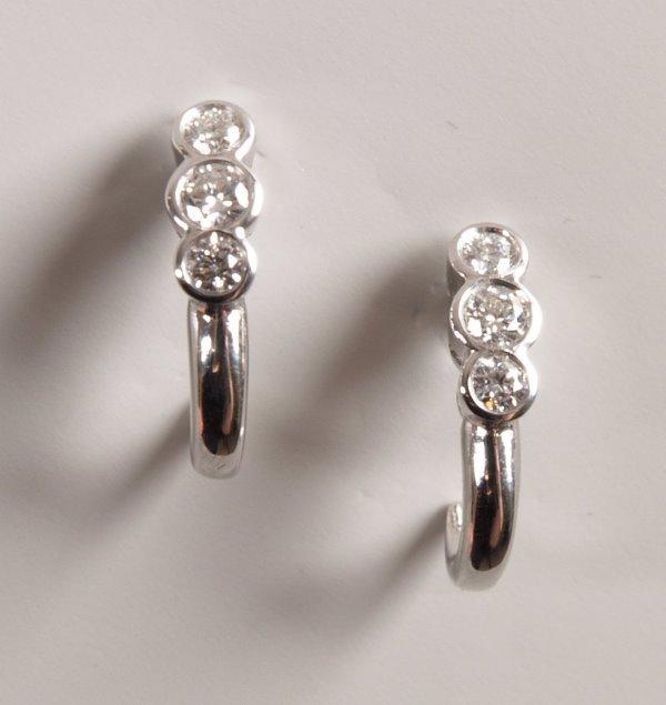 19: Pair 18ct white gold half hoop stud earrings each c
