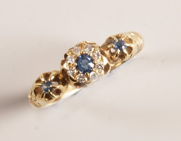 1003: Victorian 18ct gold sapphire and old cut diamond