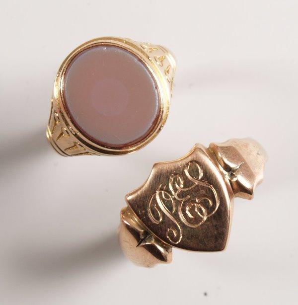 1007: Victorian 15ct rose gold cornelian set oval top s