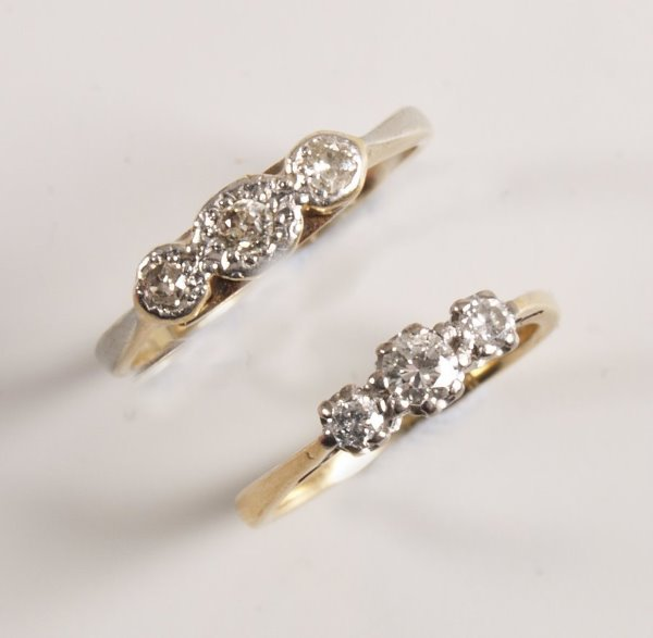 1008: 18ct gold and platinum mounted claw set three sto
