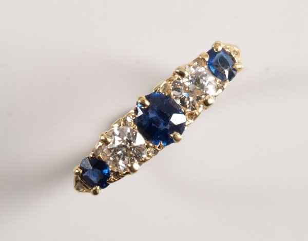 1017: 18ct gold five stone sapphire and diamond ring, s