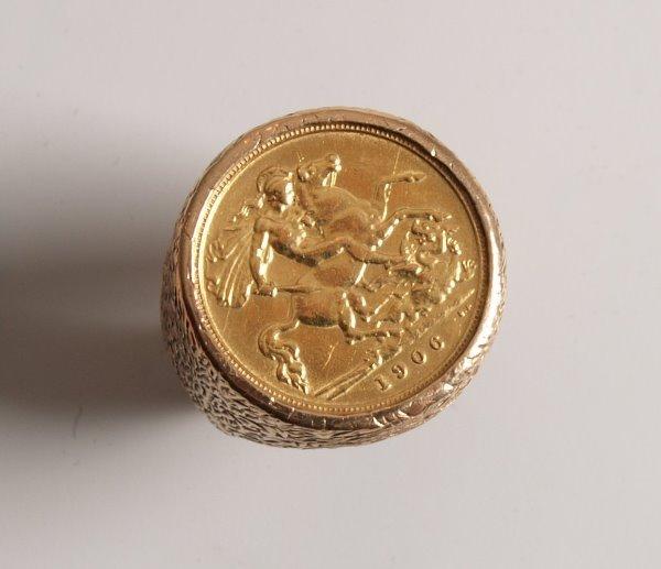1024: Edward Vll half sovereign coin in a 9ct ring moun