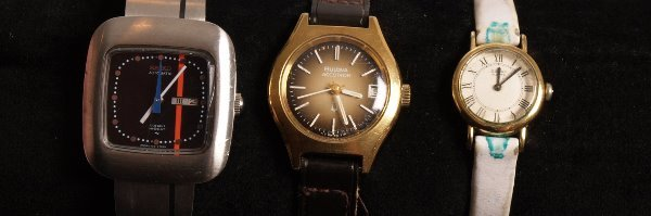 3013:  BULOVA - a gold plated Accutron with gold colour