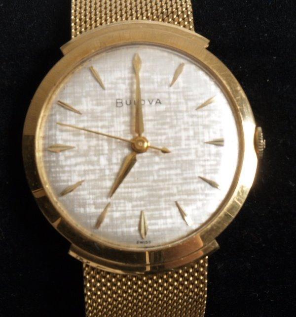 3014:  BULOVA - a gentleman's 1950's 18ct gold, manual