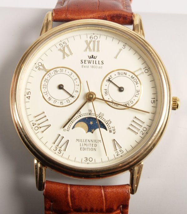 3141: SEWILLS - 9ct gold quartz watch head with two cal