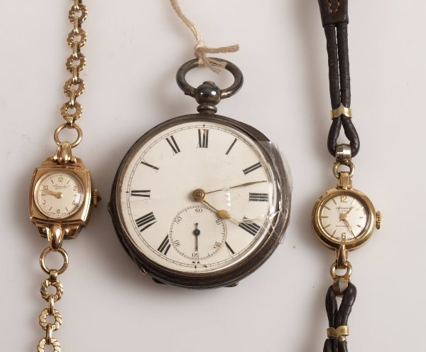 3147:  A ladies 9ct gold 1950's watch by Everite with a