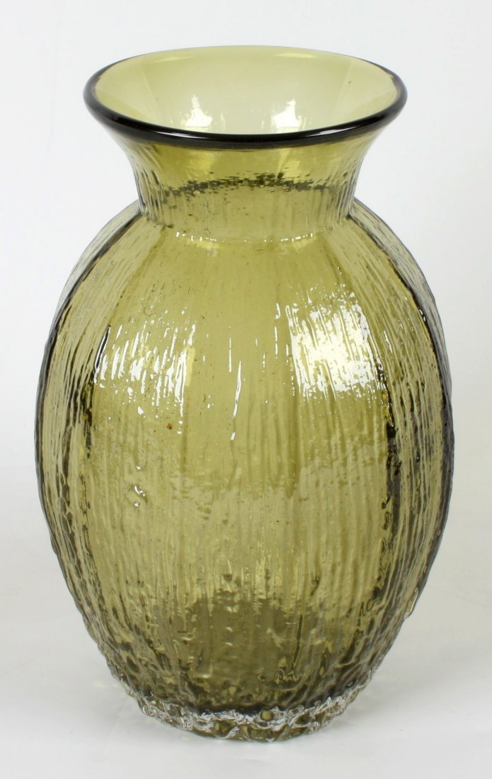 10: A large Whitefriars 'Tulip Poppy' shaped vase.