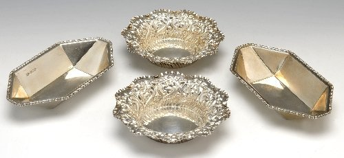 24: Edwardian & Early twentieth century silver bonbon d
