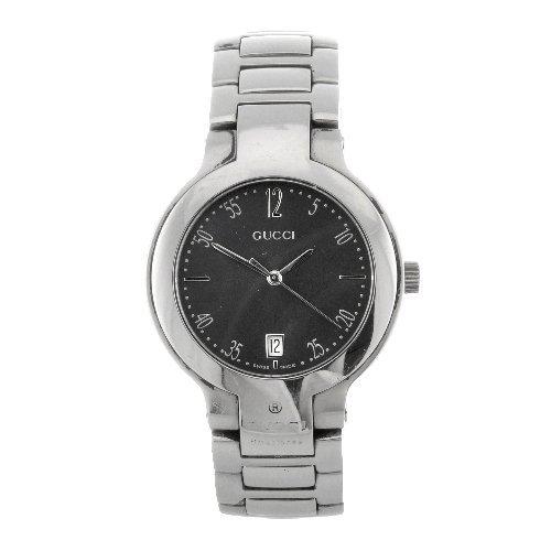 20: A stainless steel quartz gentleman's Gucci bracelet