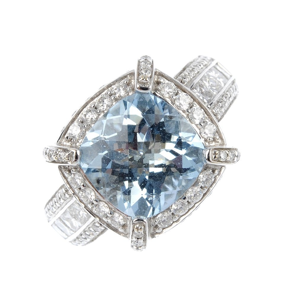 315: An 18ct gold aquamarine and diamond cluster ring.