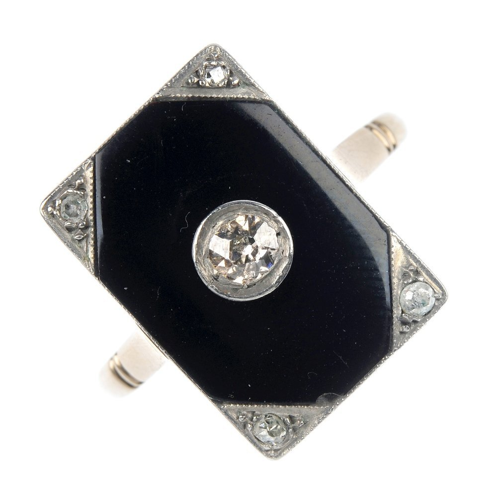 4: An early 20th century 18ct gold diamond and onyx pla