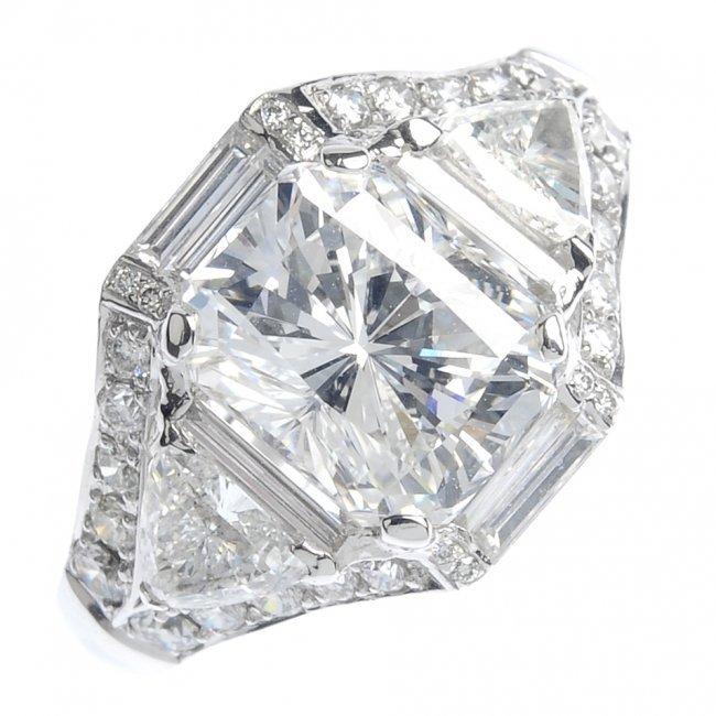 206: A diamond dress ring.