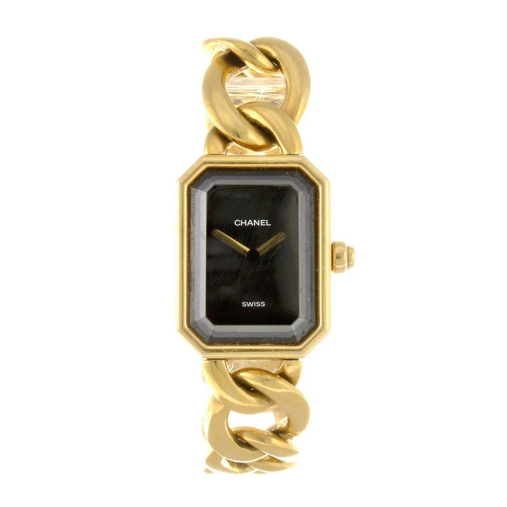 16: (108106473) An 18k gold quartz lady's Chanel bracel