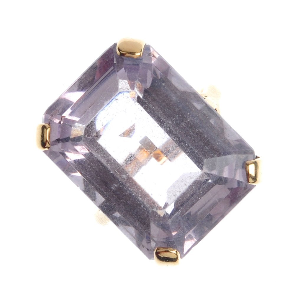 410: A 9ct gold amethyst single-stone ring