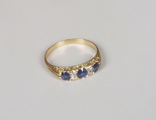 11: Edwardian 18ct gold sapphire and old cut