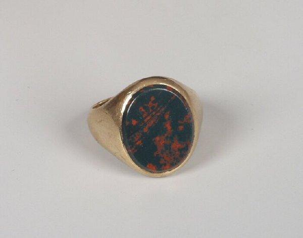 19: Gentleman's 9ct gold oval bloodstone sign