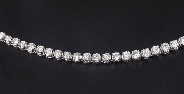 303: Diamond line collarette of graduated cla