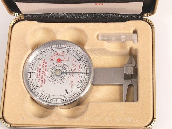 967: LEVERIDGE GAUGE - with fitted case, book