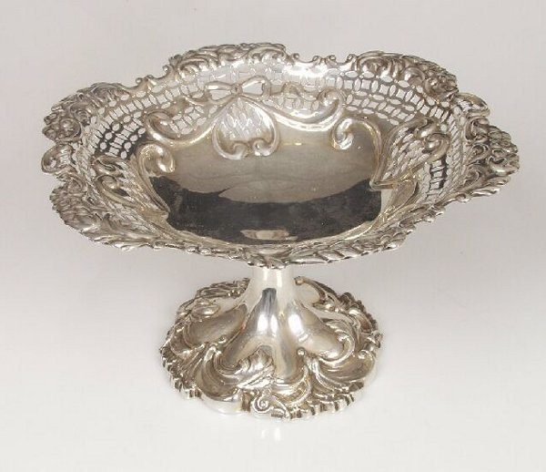 1016: An Edwardian silver tazza with pierced
