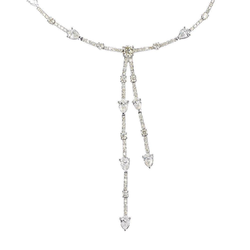 (46484A) A diamond necklace.