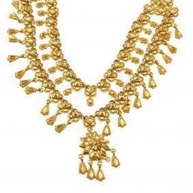 (527677-2-A) A Fancy-link Fringe Collar.
