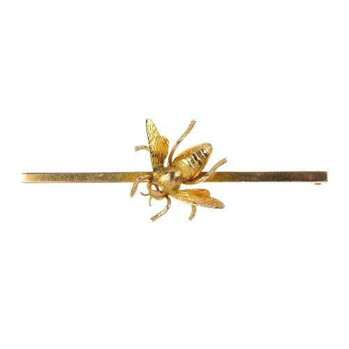 An early 20th century 9ct gold bee bar brooch.