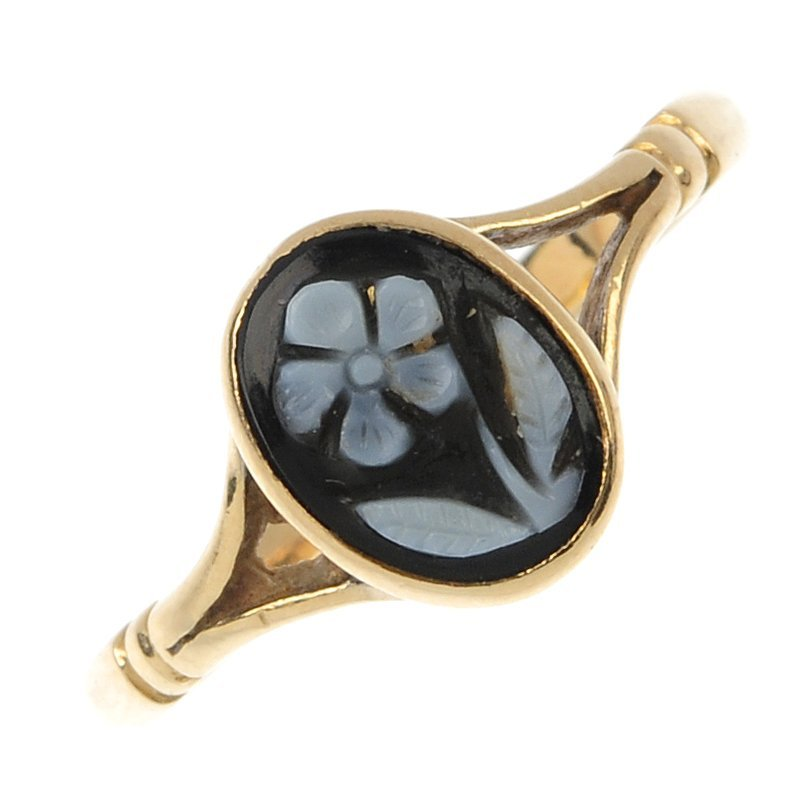 A mid 20th century 9ct gold hardstone cameo ring.