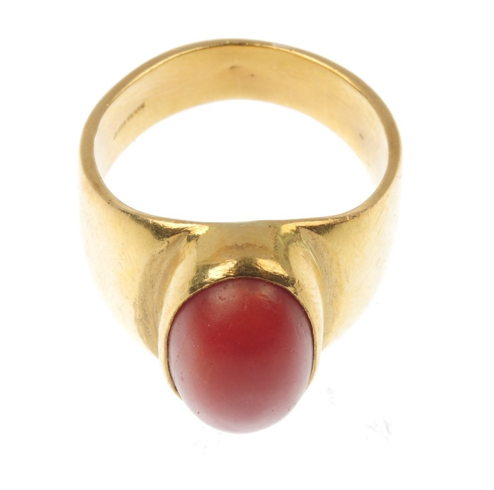 A 22ct gold coral single-stone ring. - 4
