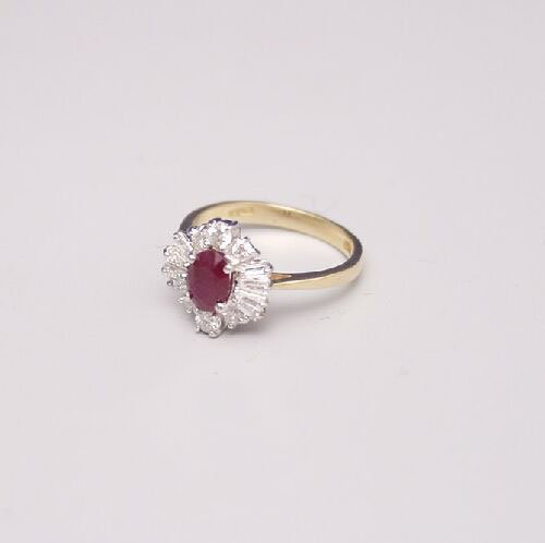 1006: 18ct gold oval ruby and diamond cluster
