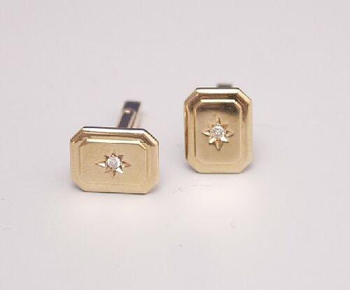 1009: A pair of 9ct yellow gold rectangular c