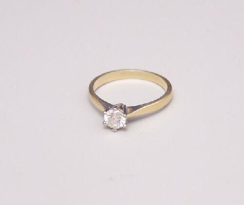 1014: 18ct gold claw set single stone diamond