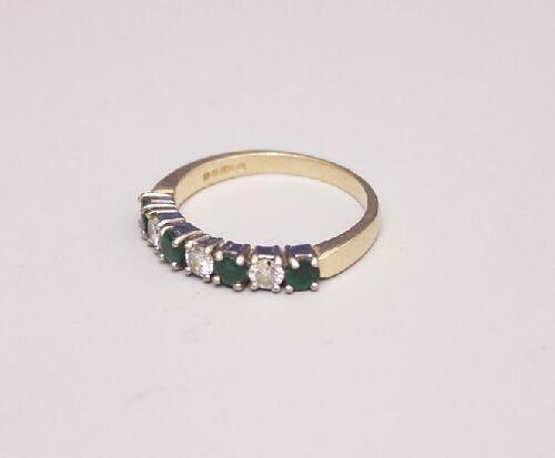 1016: 18ct gold seven stone emerald and diamo