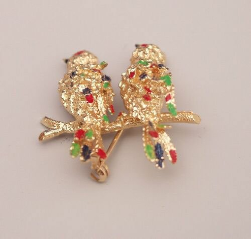 """1017: 18ct yellow gold """"lovebird"""" brooch with"""