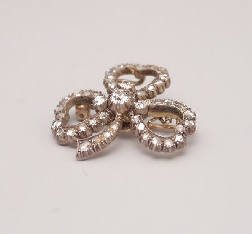 1018: Victorian diamond set trefoil clover le