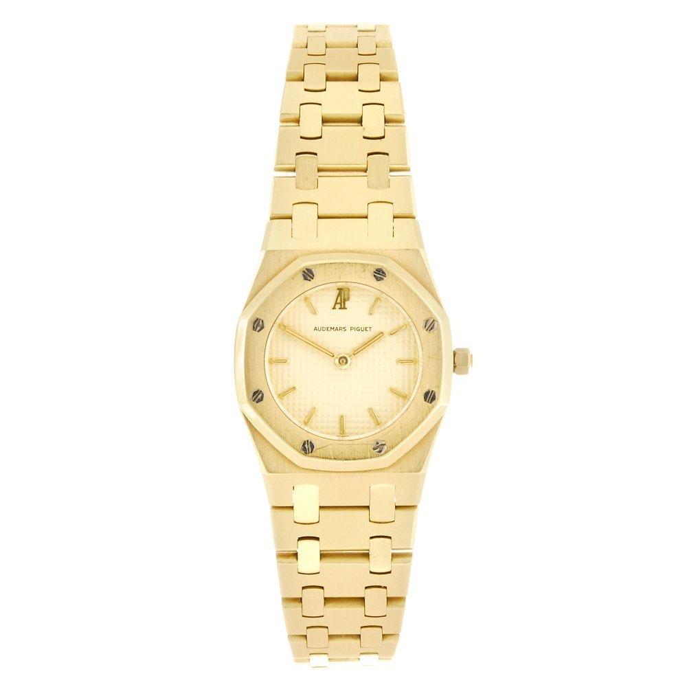 (045528) An 18k gold Audemars Piguet Royal Oak bracelet