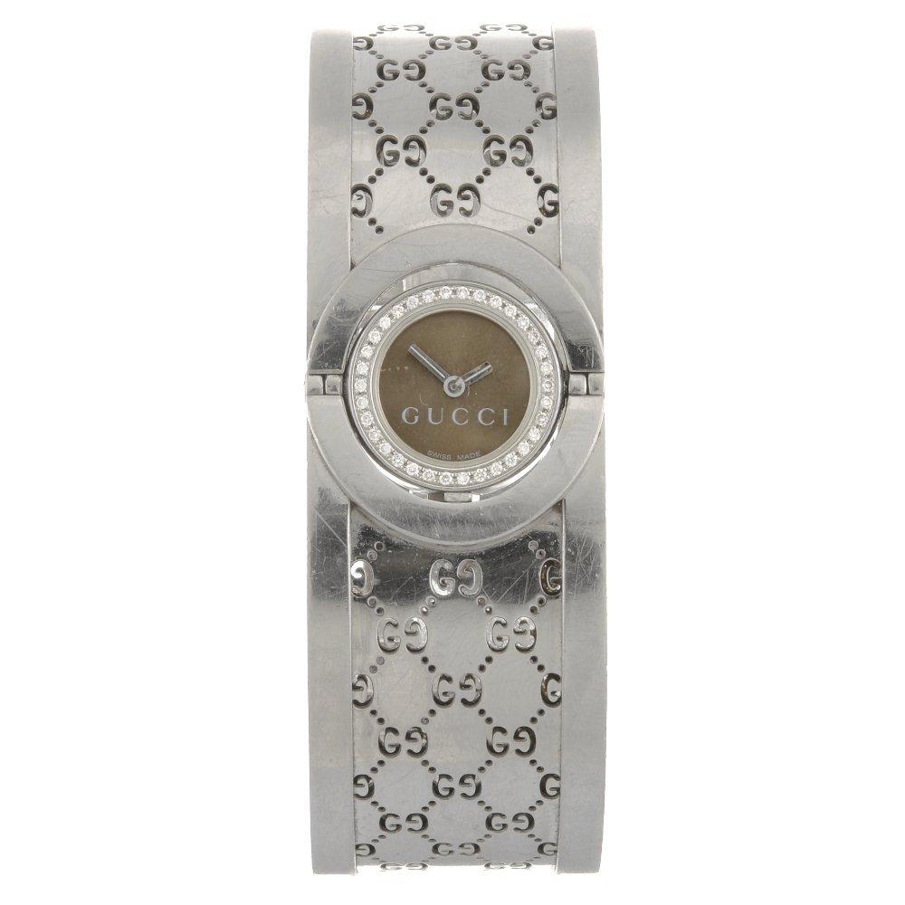 A stainless steel quartz lady's Gucci Twirl bangle watc
