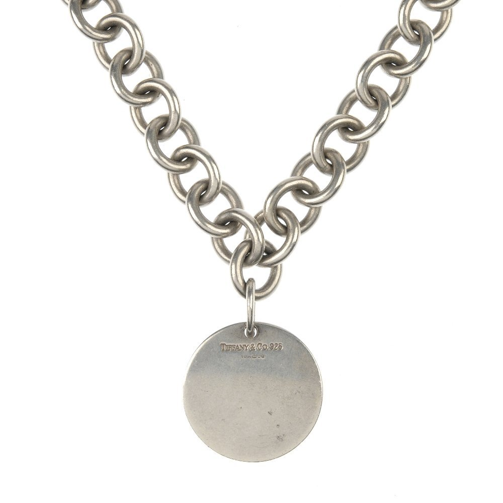 TIFFANY & CO. - a silver necklace.