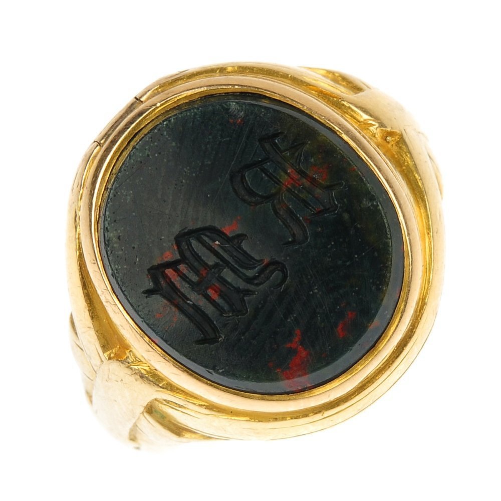 An early 20th century 18ct gold bloodstone signet ring.