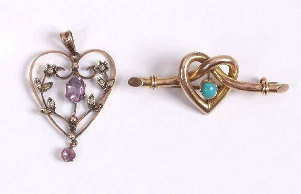 5: A 9ct gold knot design heart shape bar bro