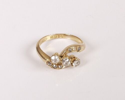 14: 18ct all yellow gold claw set three stone