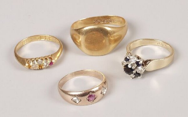 18: Four rings to include an Edwardian 18ct g