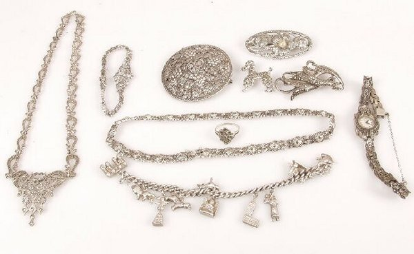 920: A quantity of assorted marcasite jewelle