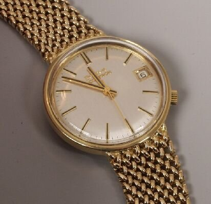 1012: BULOVA - a gentleman's 18ct yellow gold