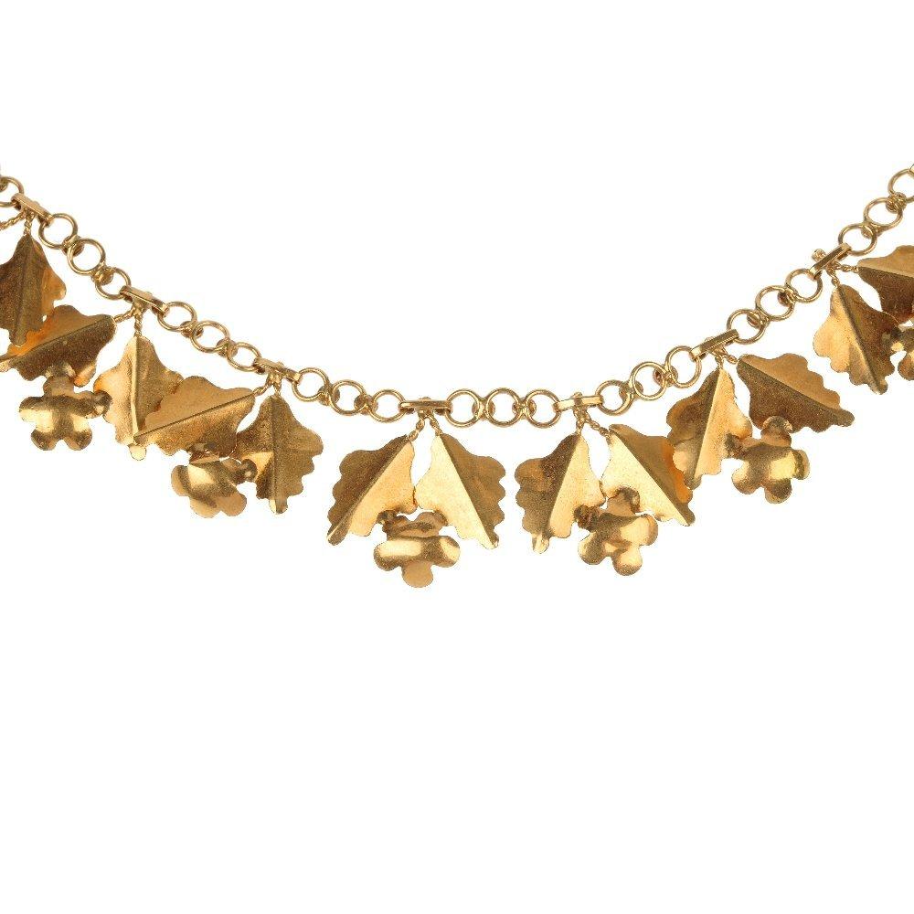 A foliate necklace.