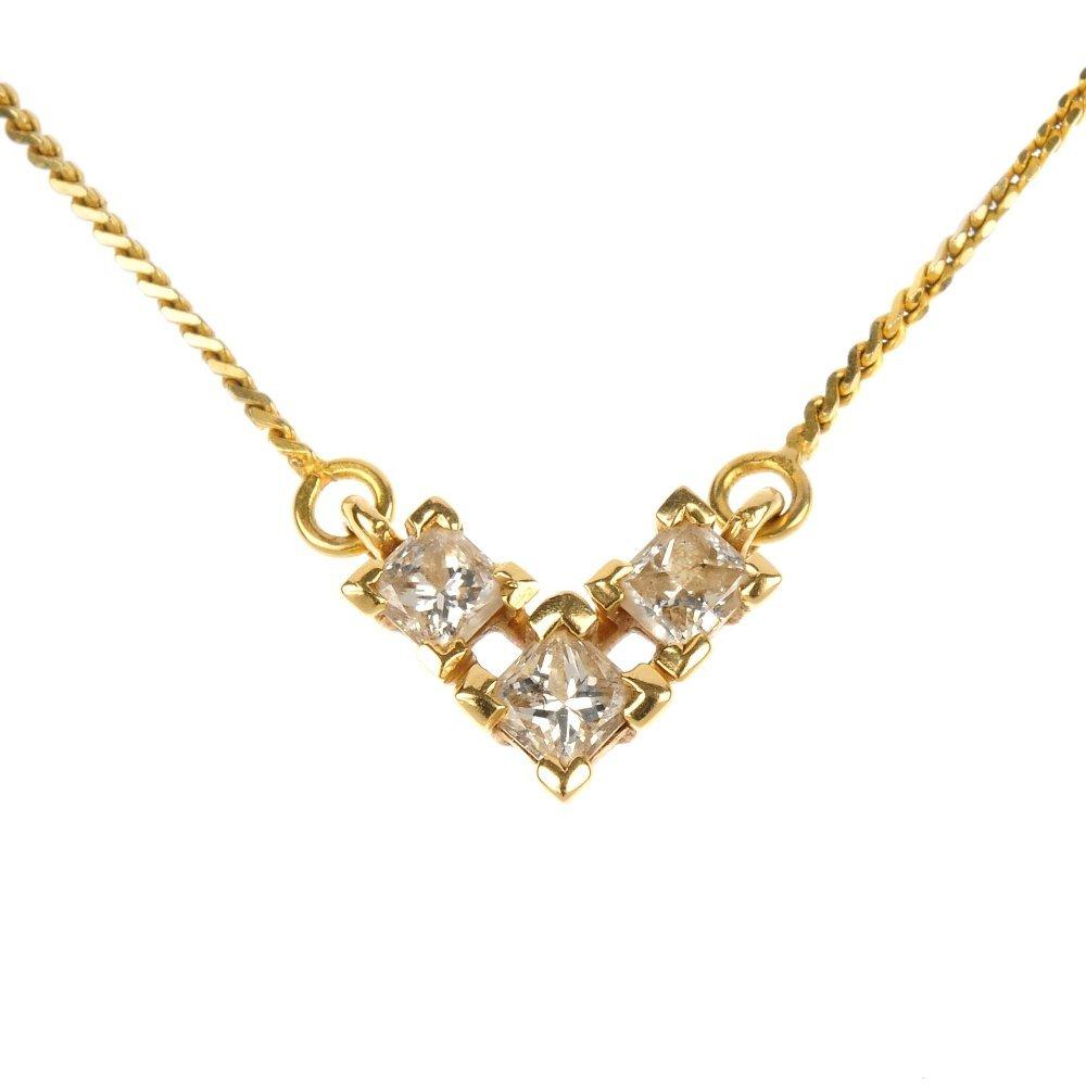 An 18ct gold diamond three-stone necklace.