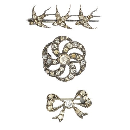 A selection of early 20th century paste jewellery,