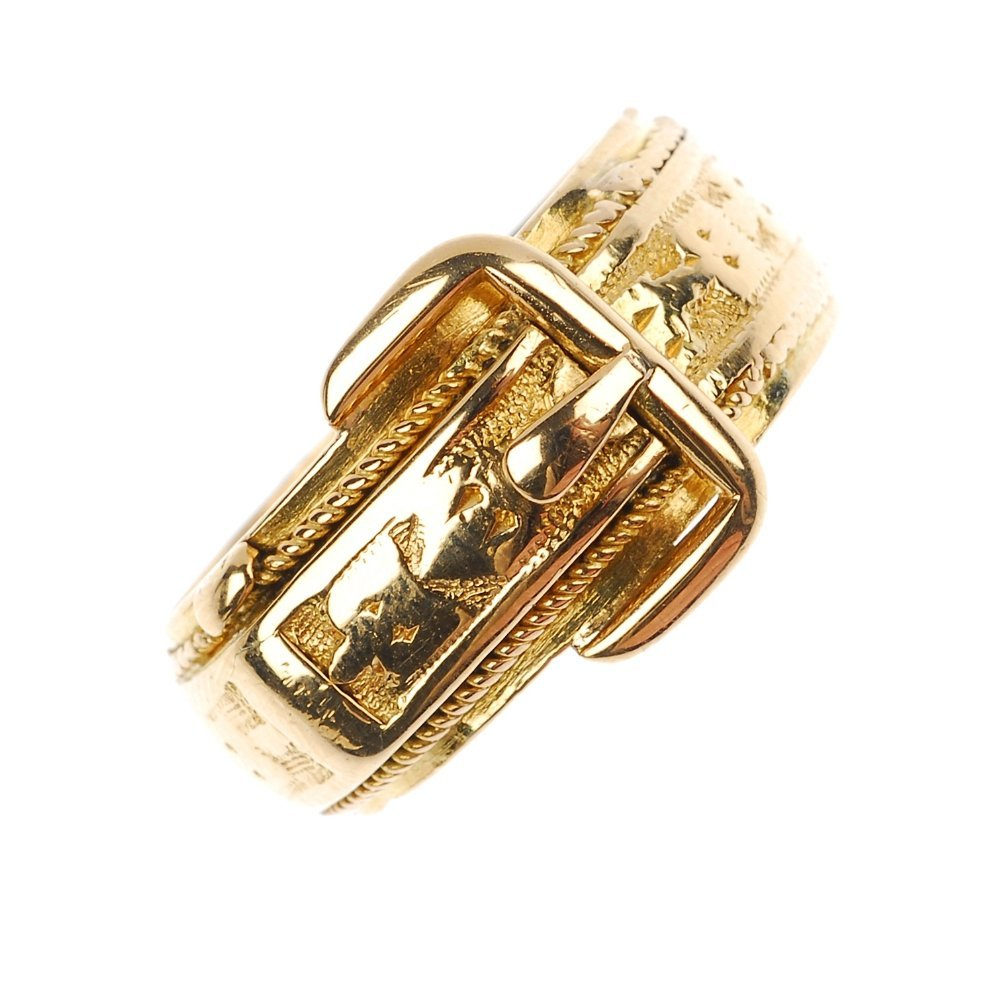 An early 20th century 18ct gold buckle ring.