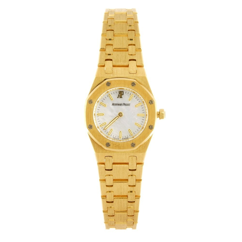 (116196614)  An 18k gold quartz lady's Audemars Piguet
