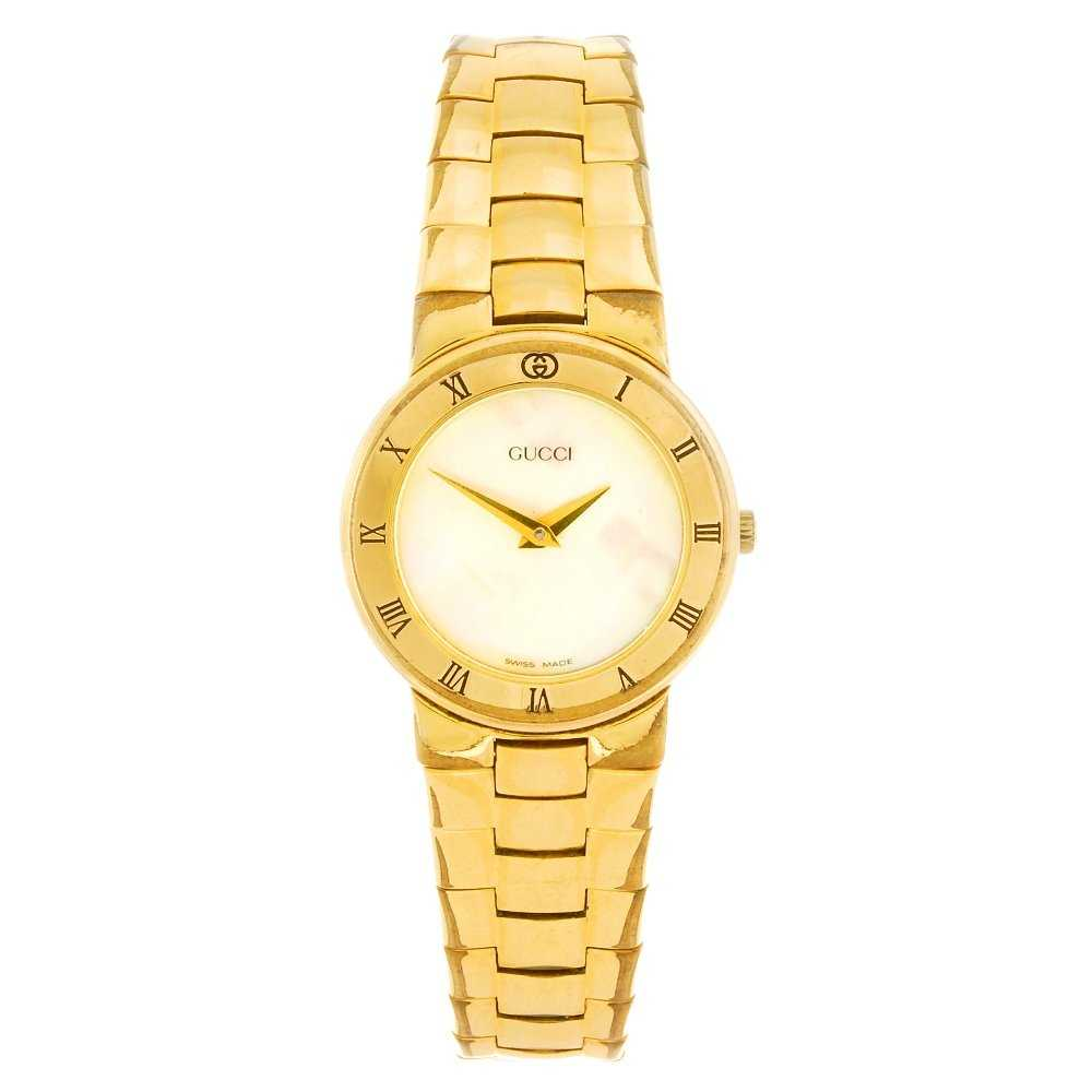 9866375400c A gold plated quartz Gucci 3300.2L bracelet watch.