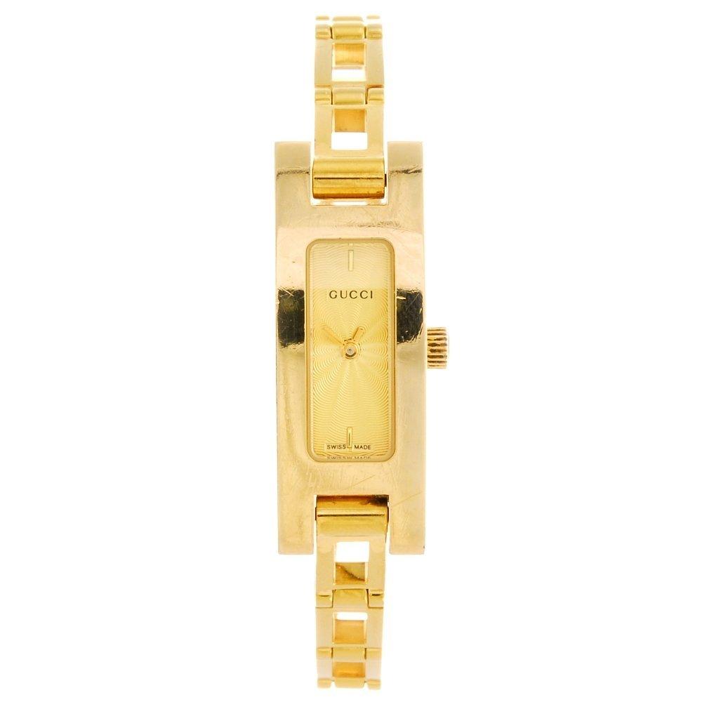 A gold plated quartz lady's Gucci 3900L bracelet watch.